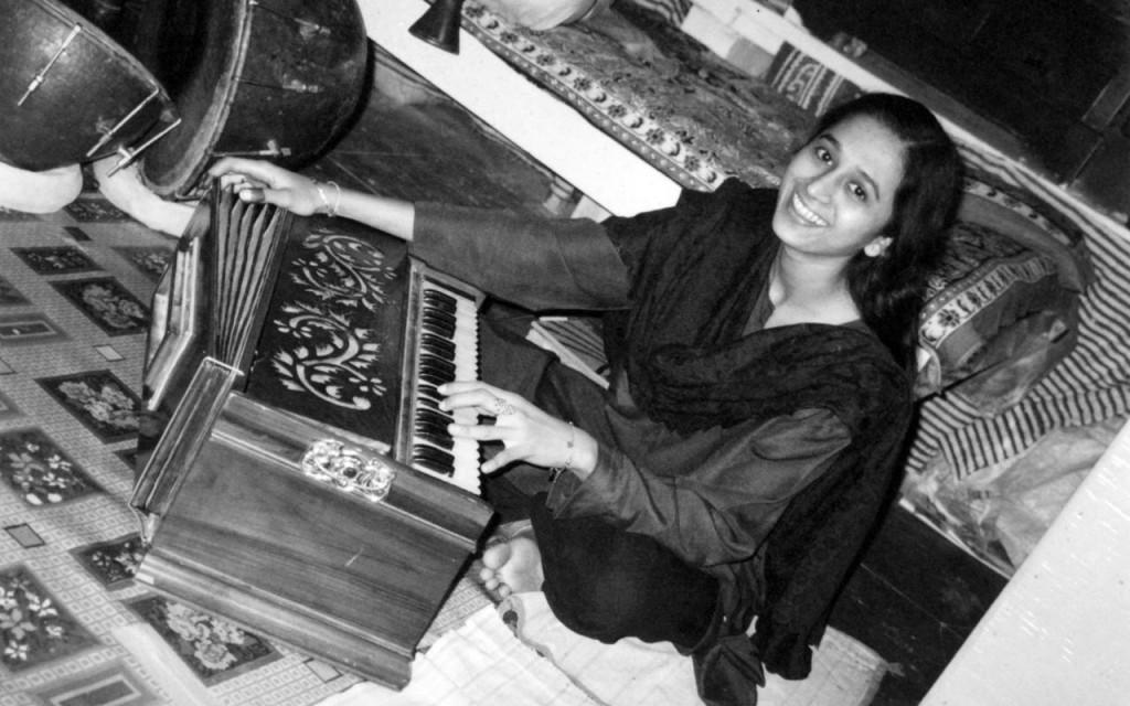 Harmonium player Abubhai Mir